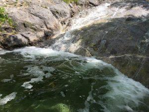カムイワッカ湯の滝の滝壺