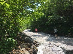 カムイワッカ湯の滝全景